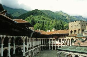 живописният рилски манастир